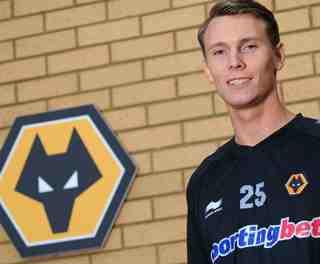 Wolves sign Icelandic midfielder